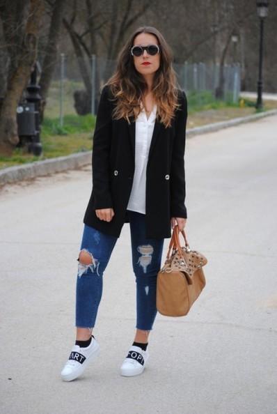 Le jean déchiré pour femme : 3 façons de le porter avec style | News mode | Scoop.it