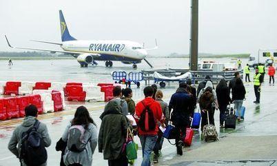 La línea de bajo coste Ryanair aterriza con éxito en Asturias - La Voz de Asturias | aerolineas de bajo coste | Scoop.it