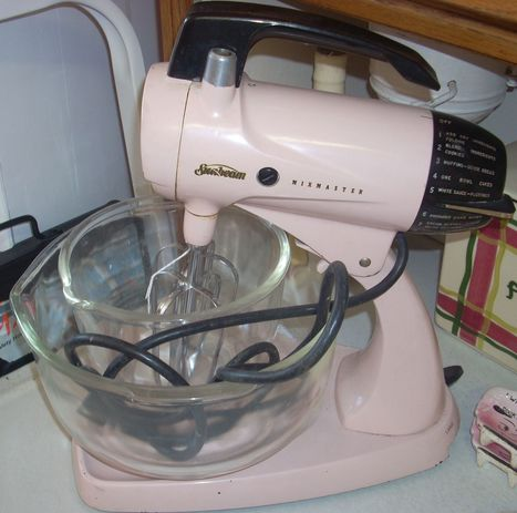 Retro Sumbeam pink MixMaster with bowls | Collectors Quest | Life : creating yourself | Scoop.it