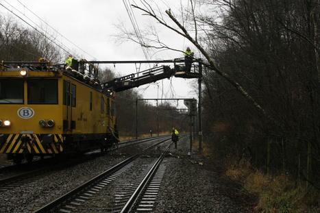 Bom uit WO II veroorzaakt problemen op het spoor - De Standaard | achille | Scoop.it
