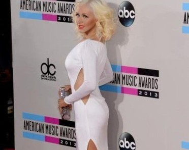 Christina Aguilera lost 35 pounds with yoga and low carb diet, not liposuction - Examiner.com | Yoga teacher training india | Scoop.it
