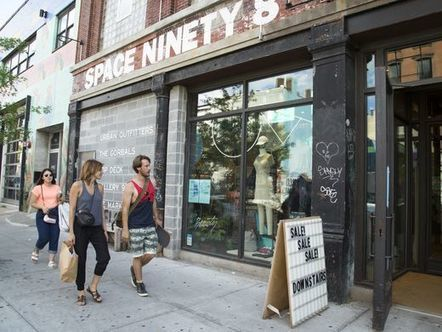 Retailers install bars, hoping to lure shoppers offline | Kickin' Kickers | Scoop.it