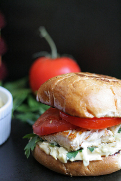 #HealthyRecipe : Grilled Fish Sandwich with Sabra Hummus Slaw | The Man With The Golden Tongs Goes All Out On Health | Scoop.it