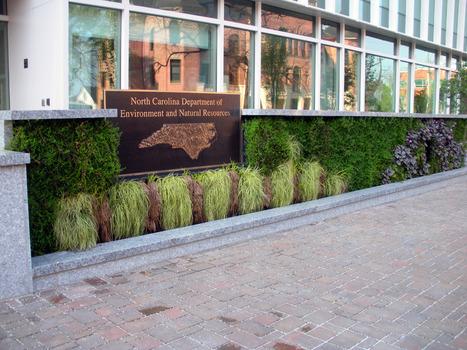 G-O2 Living Walls Help Make Greenest Building | Vertical Farm - Food Factory | Scoop.it