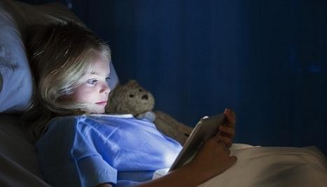 ¿La luz de nuestros gadgets antes de dormir perjudica la salud? - unocero | Seguridad Ocupacional - Administracion de Operaciones | Scoop.it
