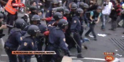 El 25S se cierra con más de 20 heridos y una treintena de detenidos tras laviolenta intervención de la Policía | Debout | Scoop.it