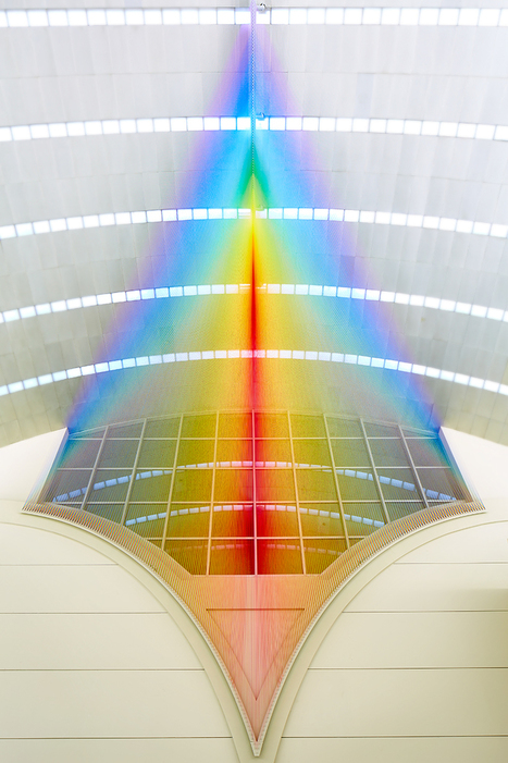 gabriel dawe forms a colorful spectrum in san antonio airport | Spinning, Weaving and Knitting | Scoop.it