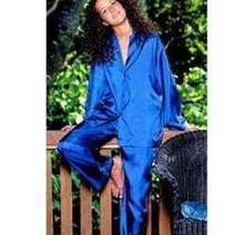 Romantic Silk Pajamas and Nightgowns for Women | Lingerie | Scoop.it