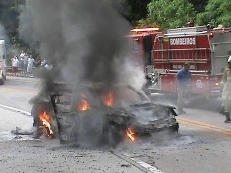 Carro pega fogo na serra de Teresópolis   Teste 02   Scoop.it