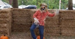 Funny Yet Terrifying Scarecrow Prank | Viral YouTube Videos, Photos, Humorous Quotes & Funny News | Scoop.it