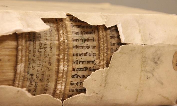 Des rayons X pour révéler les textes cachés dans les reliures des livres | Actualitté | À la une | Scoop.it