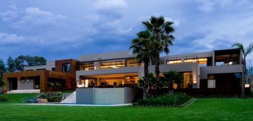 Imposante maison contemporaine – House Sedibe par Nico van der Meulen Archite