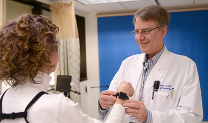 Neurologists find movement tracking device helps assess severity of Parkinson's disease | #ALS AWARENESS #LouGehrigsDisease #PARKINSONS | Scoop.it