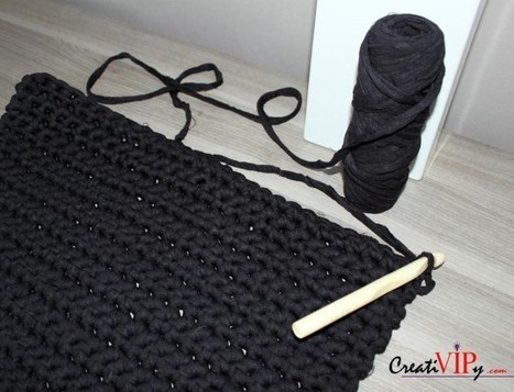 White and black crochet chairs   Fiber Arts   Scoop.it