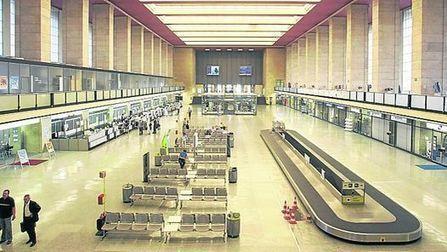 Berlín transformará un histórico aeropuerto en una enorme biblioteca   #AtentosBibliotecarios   Scoop.it