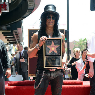 Watch Slash perform an acoustic set at his Hollywood Walk of Fame Ceremony - Lick Library News | Acoustic guitar world | Scoop.it