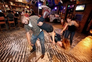 Kickin' yee-haw bar scene a natural fit | Arizona Daily Star | CALS in the News | Scoop.it