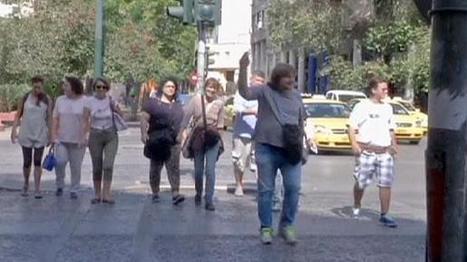 Grèce : des sans-abri s'improvisent guides touristiques   Blanc grec   Scoop.it