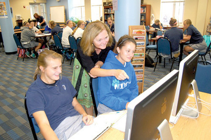 The Library as Genius Bar: In Mercy High's iPad program, librarian Linda Behen offers tech support and more | Flying Off the Shelf | Scoop.it