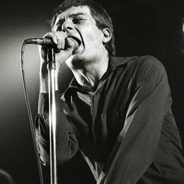 Remembering Joy Division's Ian Curtis 30 Years After His Death | Music News | Rolling Stone | Clásicos que no se olvidan... | Scoop.it