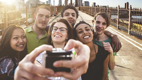 """Usie,"" the group selfie trend has social value 
