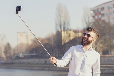 Museums say no to selfie sticks in bid to protect exhibits (and humans) | Clic France | Scoop.it