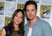 PHOTOS - Kristin Kreuk, la jolie Lana de Smallville, présente son nouvel amoureux à l'écran ! | fandeseries | Scoop.it