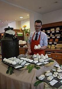 Romain Olivier bichonne ses fromages, éveille et régale les papilles lensoises | The Voice of Cheese | Scoop.it