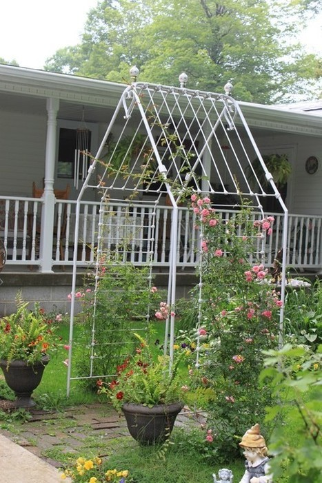 A new arbor is created from an antique iron baby crib | Heather's Upcycling | Scoop.it