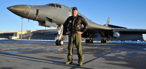 Bomber pilot saves the day in Boeing 737 emergency landing - Gizmodo   Boeing   Scoop.it