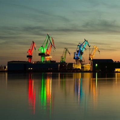 Croatian designer illuminates shipyard cranes in giant light show   Communication design   Scoop.it