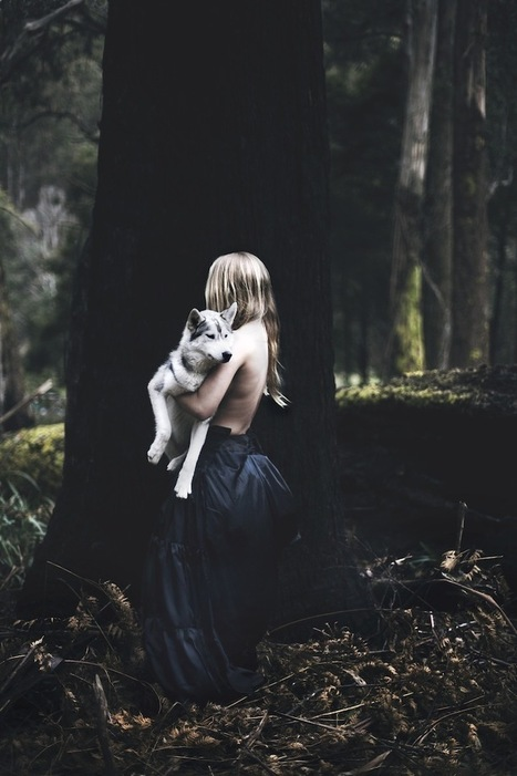 Haunting Fantasy of a Woman Running with Wolves in a Forest - My Modern Metropolis | Le It e Amo ✪ | Scoop.it