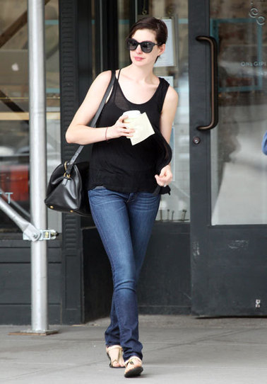 BREAKING: Anne Hathaway Has Brown Hair Again | Dlisted | Hair There and Everywhere | Scoop.it