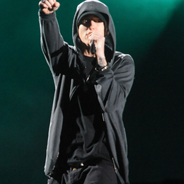 Eminem Tells Fans He's Glad He Stays Off Social Media - RollingStone.com | Music Industry | Scoop.it