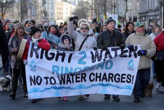 Ciudadanos de Dublín salen a las calles contra el aumento del precio del agua y su posible privatización | La R-Evolución de ARMAK | Scoop.it