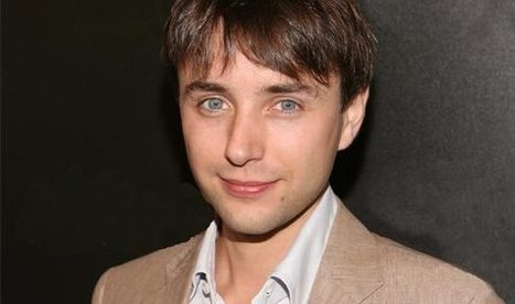 How Well Do You Know Vincent Kartheiser? Take the Ultimate Fan Quiz and Find Out - Mad Men - AMC | Mad Men | Scoop.it