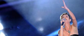 Emma trionfa al Festival delle donne  Fischiato l'intervento di Celentano | JIMIPARADISE! | Scoop.it