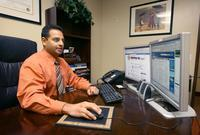Doctors cautiously wade into social media | Doctor | Scoop.it