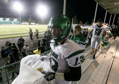 HeraldNet.com - Mount Vernon football team cleans up to make community proud   { Go Varsity }    Seattle Metro, KingCo, SPSL and Wesco leagues   Scoop.it