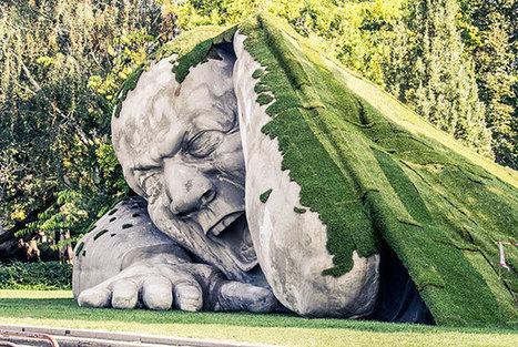 Une superbe sculpture géante qui sort de terre à Budapest | streetmarketing | Scoop.it