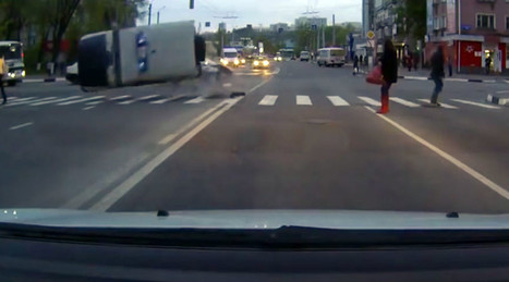 Car crash propels cops in duty 4x4 into triple flip (VIDEO) | Business Video Directory | Scoop.it