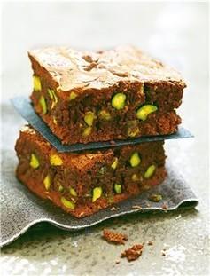Brownie con pistachos - Mujerhoy.com | postres | Scoop.it