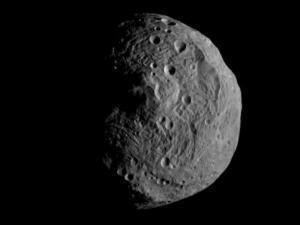 NASA's Dawn spacecraft returns close-up image of giant asteroid Vesta   Skylarkers   Scoop.it