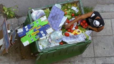 Les Grecs obligés d'abandonner leurs enfants pour qu'ils puissent manger   Prospective démographique   Scoop.it
