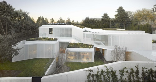 Maison contemporaine par estudio entresitio madrid for Maison moderne espagne