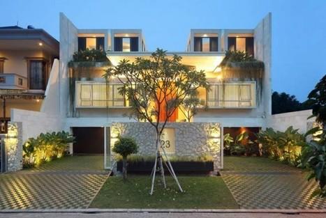 Ingénieuse maison contemporaine séparée en 2 espaces de vie et sa piscine centrale | Immobilier International | Scoop.it