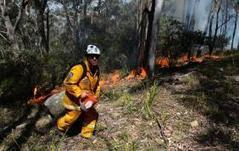 Australia crews battle to tame wildfires | Sustain Our Earth | Scoop.it