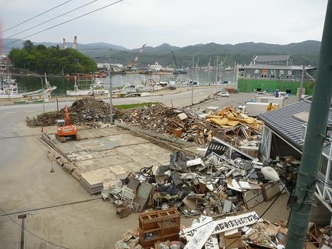 [photo] Et pendant ce temps là.... à Kesennuma | jetalone | Japon : séisme, tsunami & conséquences | Scoop.it