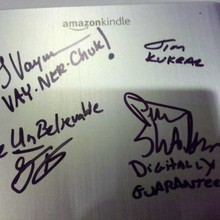 Authors finding digital readers want their Kindles signed | E-books | Scoop.it