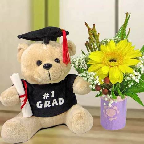 What is a good gift for someone graduating? | singapore florist | Scoop.it